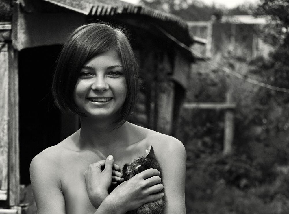 Photo in Portrait #girl #kitten #village #beauty