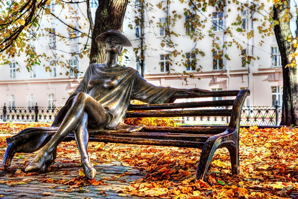 Photo in Fine Art #sculpture #minsk #october #bench #park #parcul #leaves #yellow #bancă #femeiă #odihnă #восень #листья #опавшие #минск