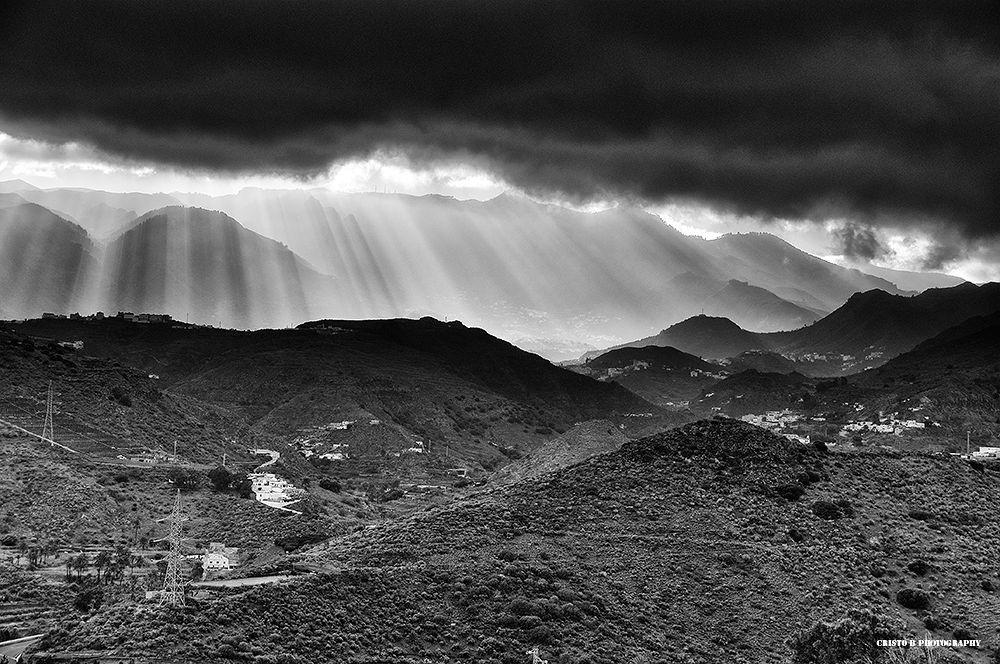 Photo in Black and White #ypa2013 #blackandwhite #blancoynegro #paisaje #landscape #telde #grancanaria #rays #rayos #light #luz #nubes #clouds
