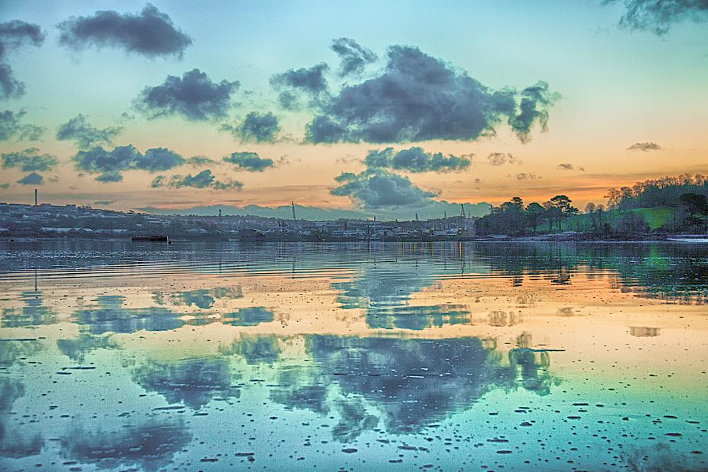 Photo in Sea and Sand #saltash #martyn #pars #flat #rock #wearde #quay #water #river #lyhner #lyner #tamar #thamar #nature #reserve #churchtown #farm #sunrise #cloud #reflection #devonport #dockyard