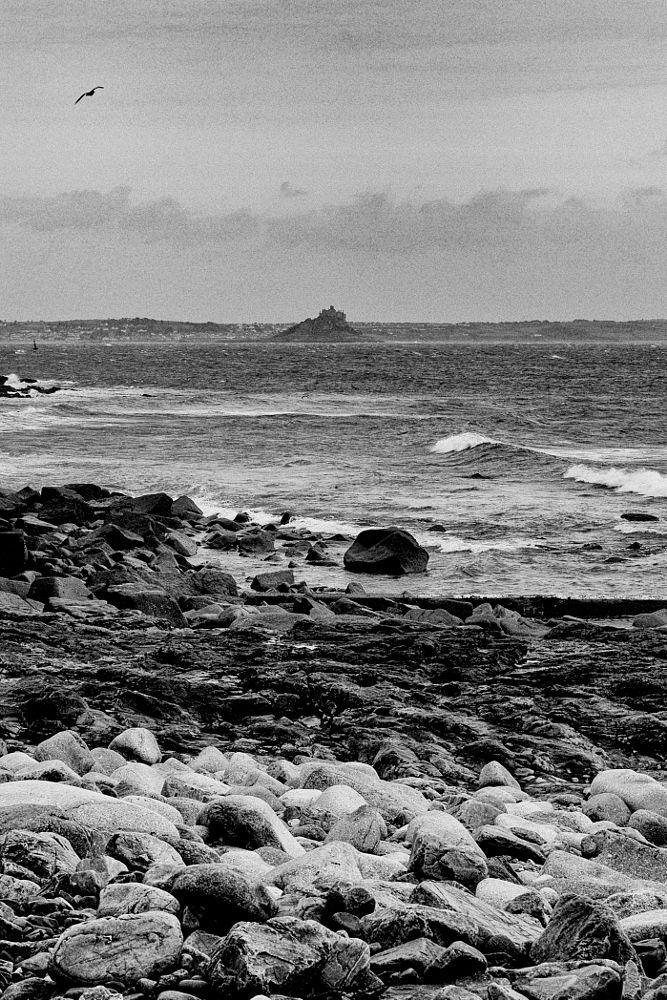 Photo in Black and White #nousehole #cornwall #kernow #bw #mono #martyn #pars #winter #harbour #sea #storm #pebble #rock #water #waves #saint #michael #mount #marazion #gul #seagul