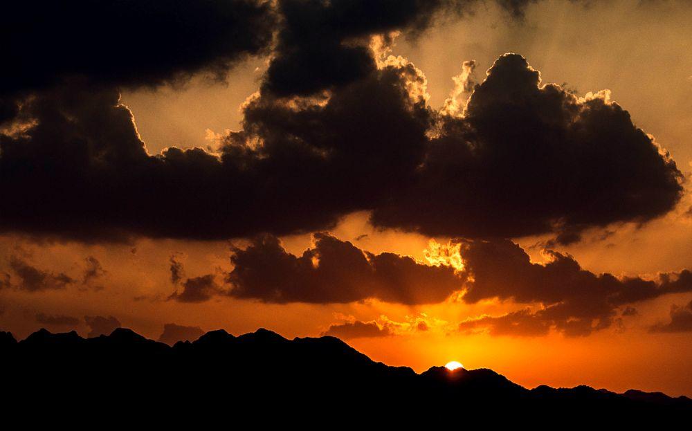 Photo in Landscape #sunset #sun #sundown #mountains #sky #clouds #dubai #uae