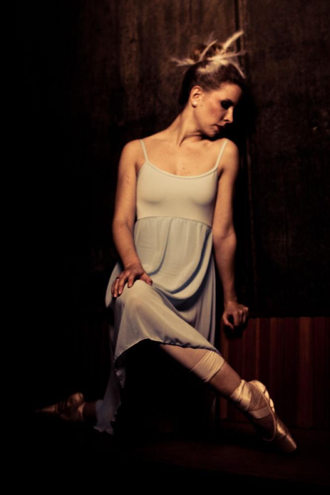 Photo in Random #ypa2013 #vulnerable #ballet #ballerina #hurt #en pointe