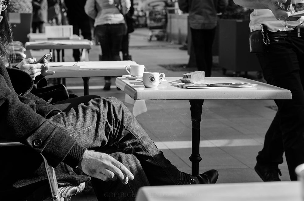 Photo in Street Photography #coffee #smoke #france #toulouse #winter #pontneuf #nikon #d7000 #nikonphotography #people