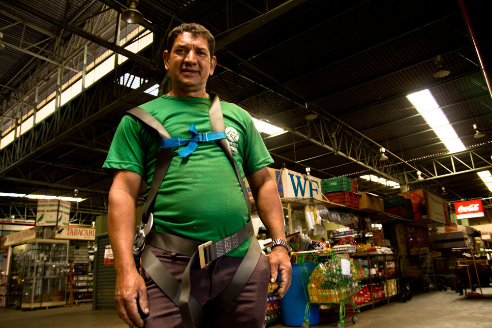 Photo in Portrait #operário #eletricista #mercado centrla de contagem #revista cidade #editorial #lucas alexandre souza fotograf #zelador