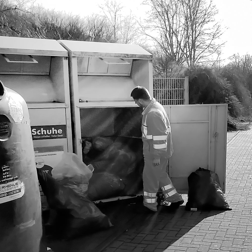 Photo in Street Photography #street #urban #worker #recycling #bimpressionen