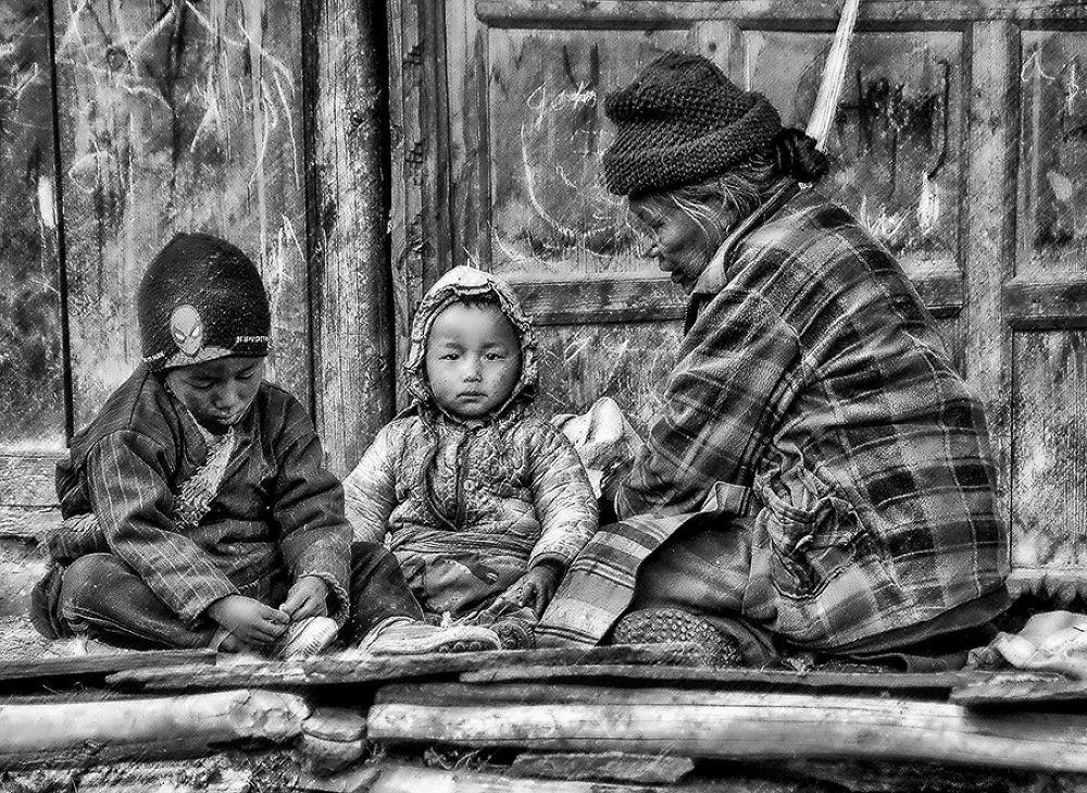Photo in Black and White #manaslu #trek #samdo #artezenphoto