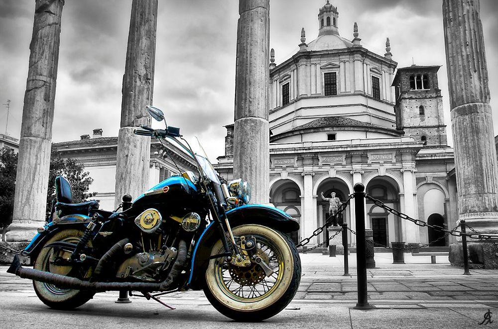 Photo in Urban #milan #milano #italy #italia #monument #monumenti #moto #motorbike #motorcycle #drive #ride #guidare #selective #color #colore #selettivo #church #columns #colonne #chiesa