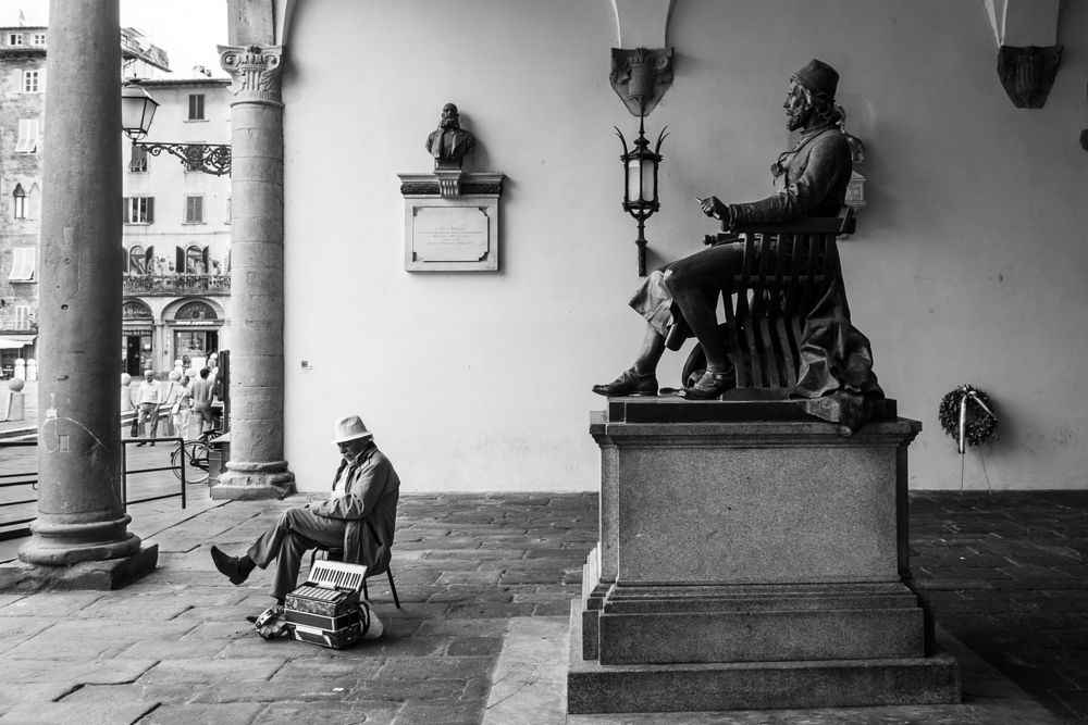 Photo in Street Photography #sitting #lucca #suonatore #artist