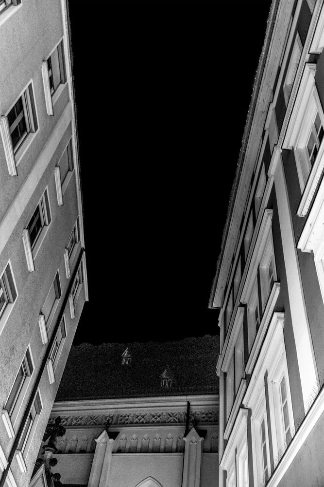 Photo in Black and White #b&w #city #buildings