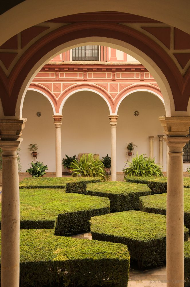 Photo in Architecture #yard #arch #seville