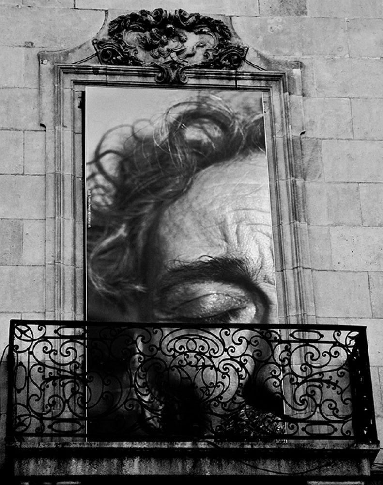 Photo in Random #la ramblas #barcelona #bw #balcony #face