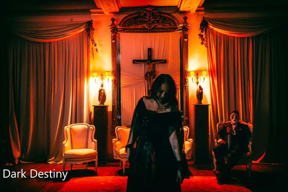 Photo in People #horror #women #dark #queen #girl #men #frau #mann #menschen #besonders #außergewöhnlich #düster