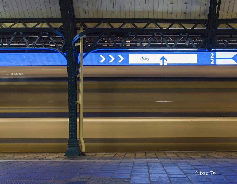Photo in Cityscape #trein #lange sluitertijd #beweging #station