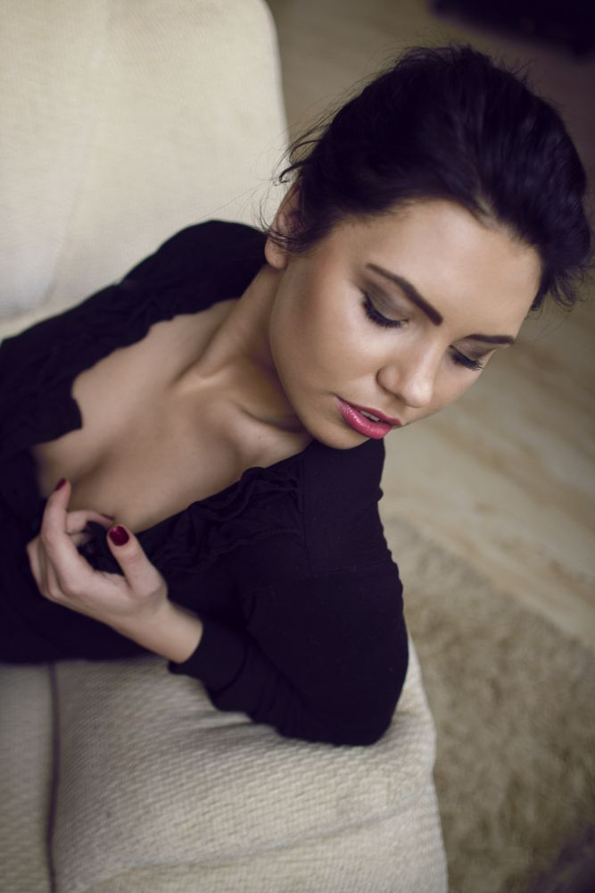 Photo in Portrait #portrait #girl #sexy #sensual #beauty #beautiful #natural #light #pretty