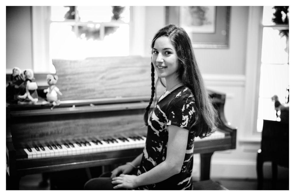 Photo in Portrait #portrait #pretty girl #monochrome #leica m monochrom #50mm summilux #black and white #b&w