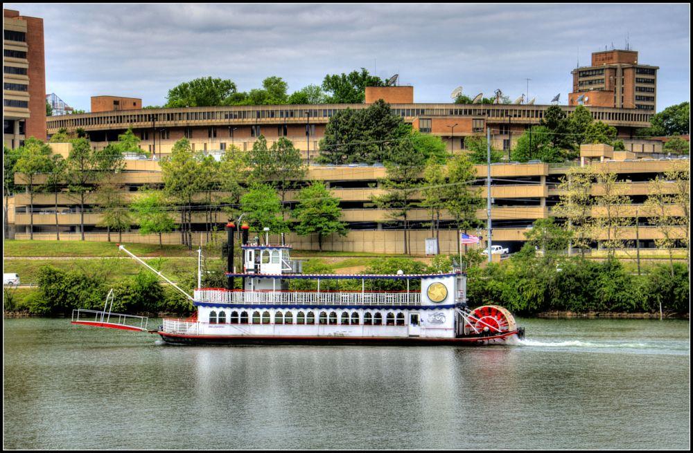 Photo in Random #starofknoxville #riverboat #tennesseeriver