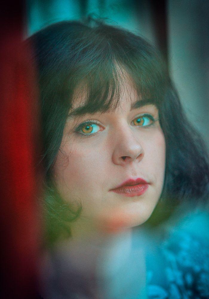 Photo in Portrait #femme #fille #woman #youth #fenêtre