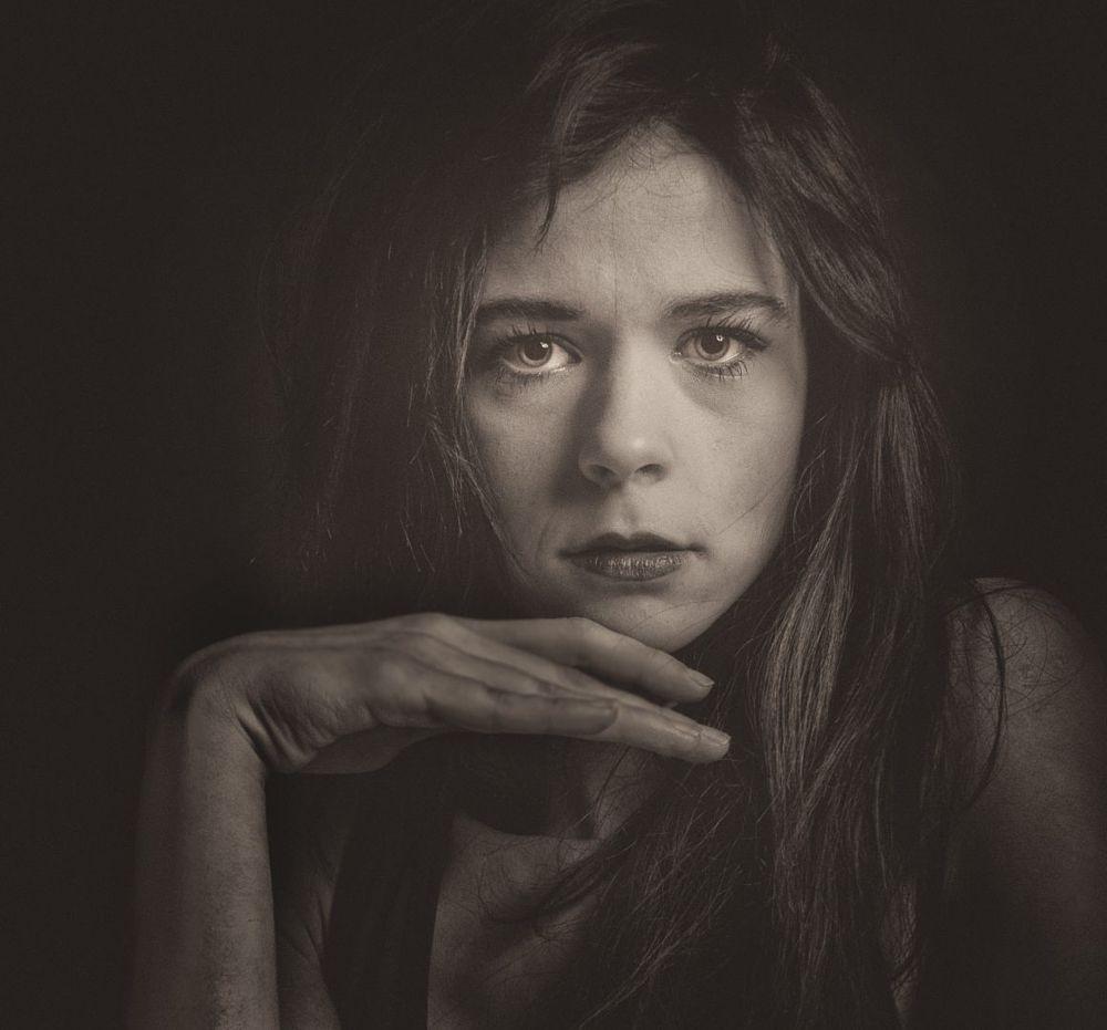 Photo in Portrait #portrait #studio #france #femme #female #woman