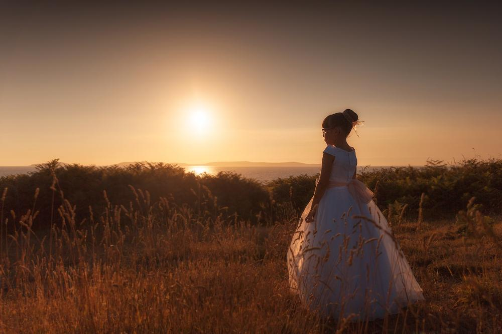 Photo in Portrait #sunset #communion #portrait #amazing #nature #backlighting #udra #galicia #morrazo #sky #beautiful #pretty #beauty #photographer #photo #photography