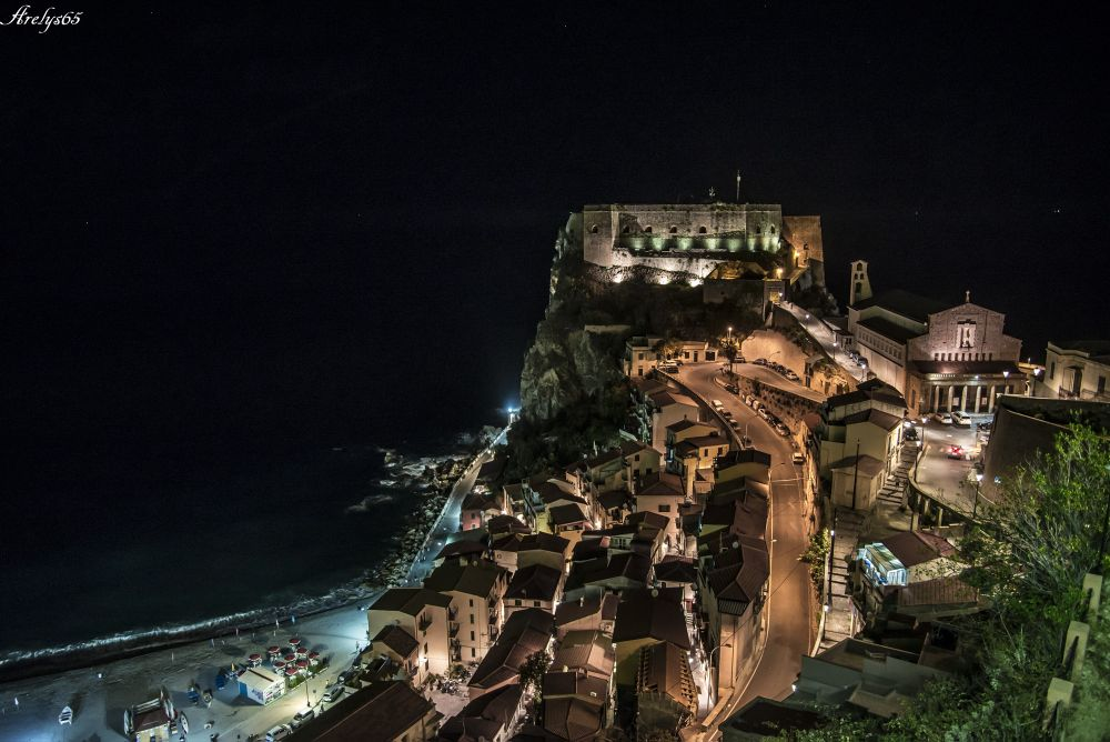 Photo in Random #notte #buio #scilla #calabria #italia #flickr #nikon