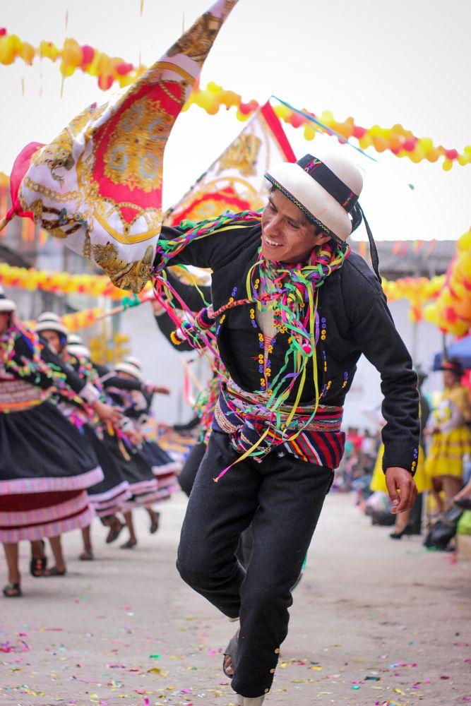 Photo in Rural #danzas #carnaval #pukllay #jugar #colores #alegría #originario #atóctono #canon #smith #colors