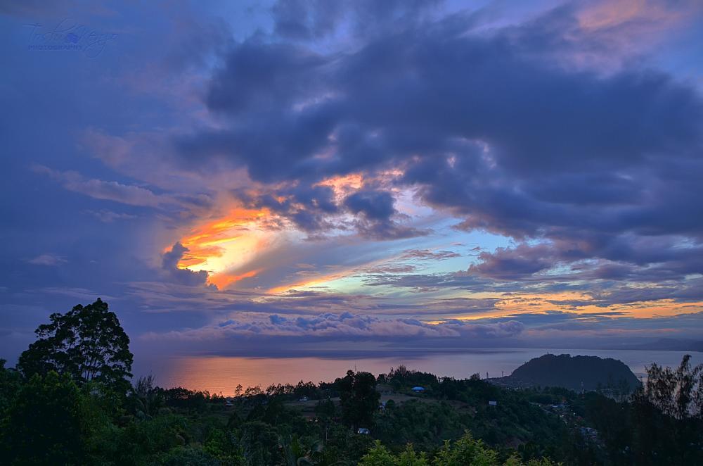 Photo in Nature #sunrise #terbit #matahari #teluk #bay #humboldt #jayapura #papua #sun #reflection #pantulan #sinar #kajoe batoe #pacific #ocean #lautan #cahaya #bias #angkasa indah #pagi #morning #nature #alam