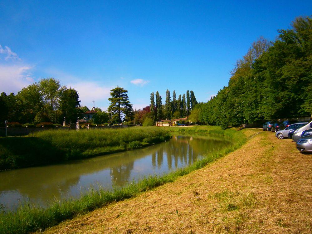 Photo in Landscape #italy #italia #veneto #mira #landscape #river #fiume #canale #nature #paesaggio #albero #tree #automobile #car #prato