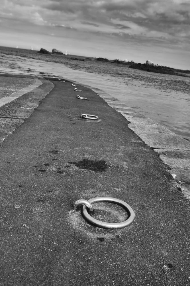 Photo in Black and White #mare #bretagna #bw #francia #metallo #anello