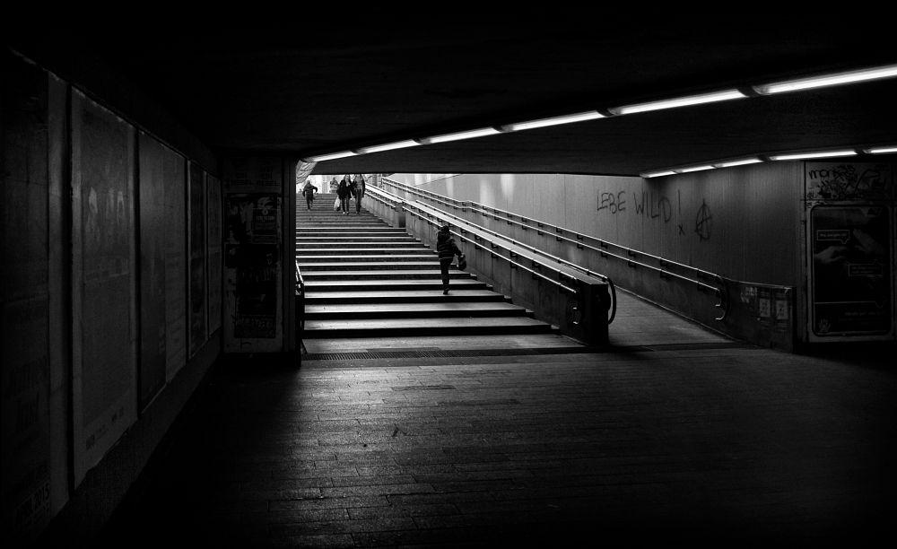 Photo in Street Photography #street #streetphotography #streetphoto #blackandwhite #monochrome #vienna #austria #fujix100t #everybodystreet #bw