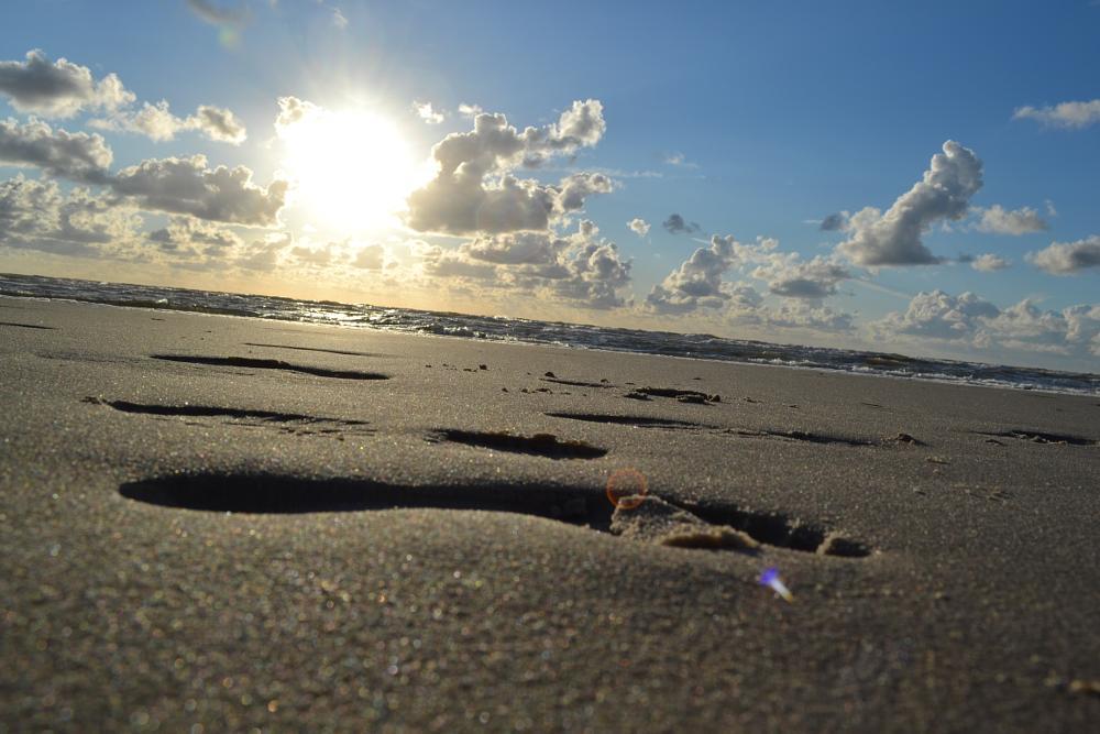 Photo in Sea and Sand #foot #print #footprint #fuß #fußabdruck #drücke #fußabdrücke #sand #sand #beach #sun #sonne #ocean #meer #north sea #sea #water #wasser #wolken #clouds