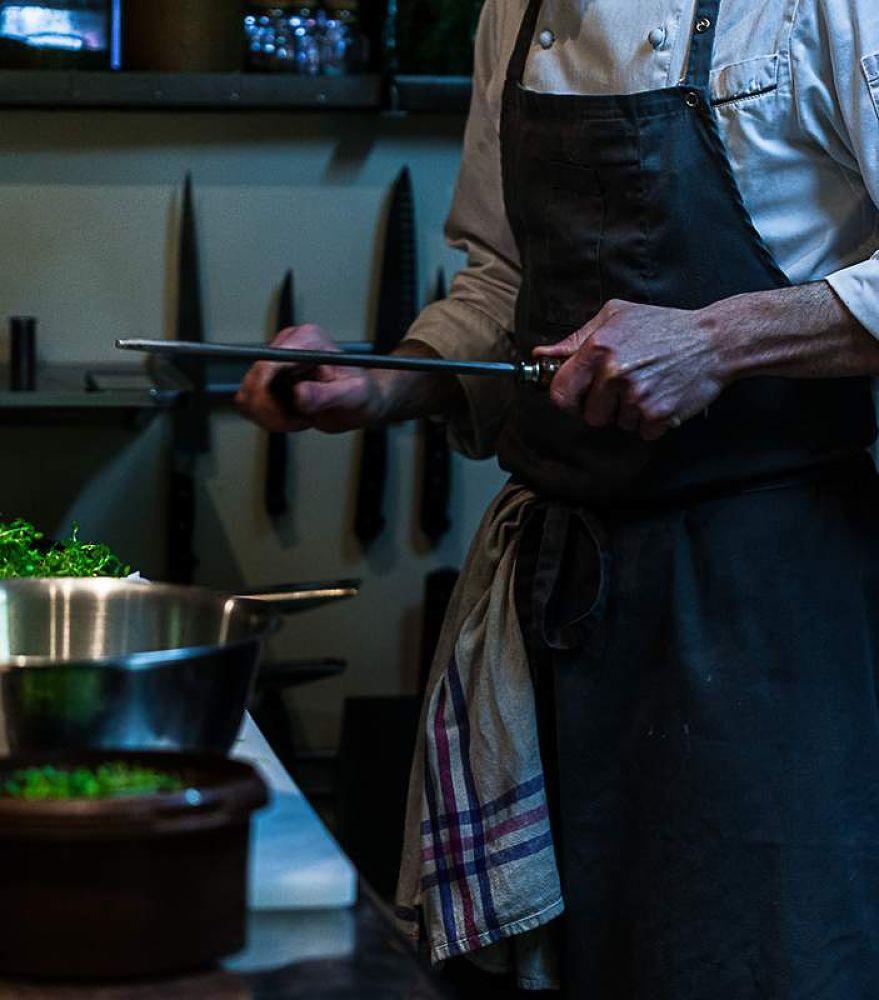 Photo in Food #cuisine de chef #pertica #guillaume foucault #canon 5d #florence fouché #en cuisine #restaurant #aiguisage #couteau #geste