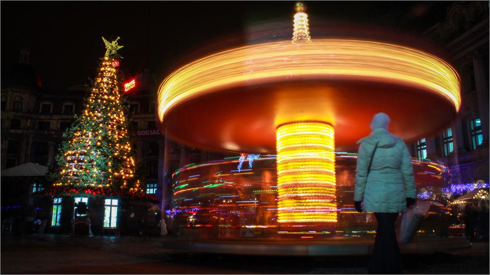Photo in Street Photography #street photography #christmas park #fun #joy #family