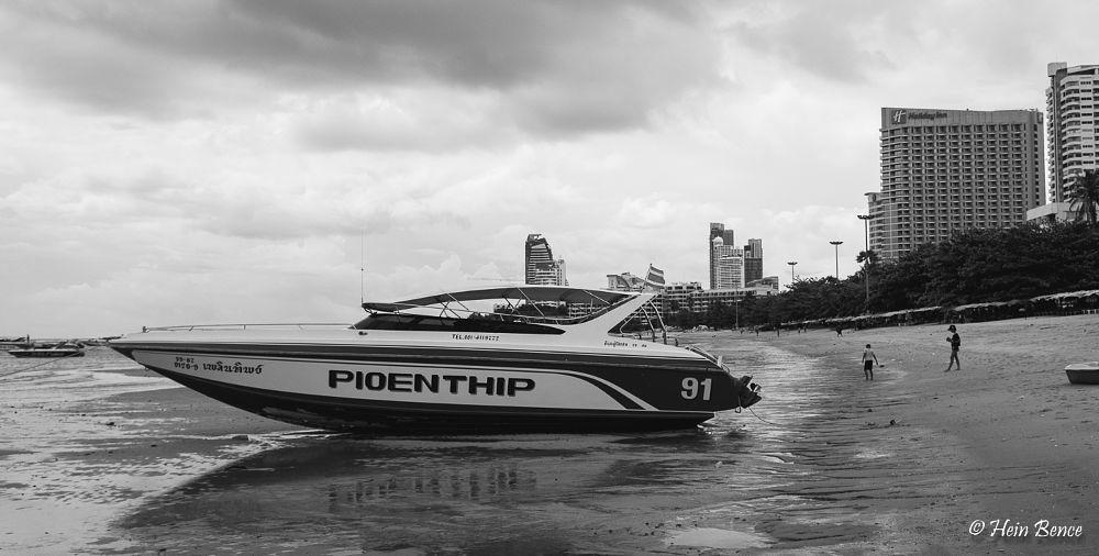 Photo in Street Photography #thailand #pattaya #speedboat #boat #beach #beached