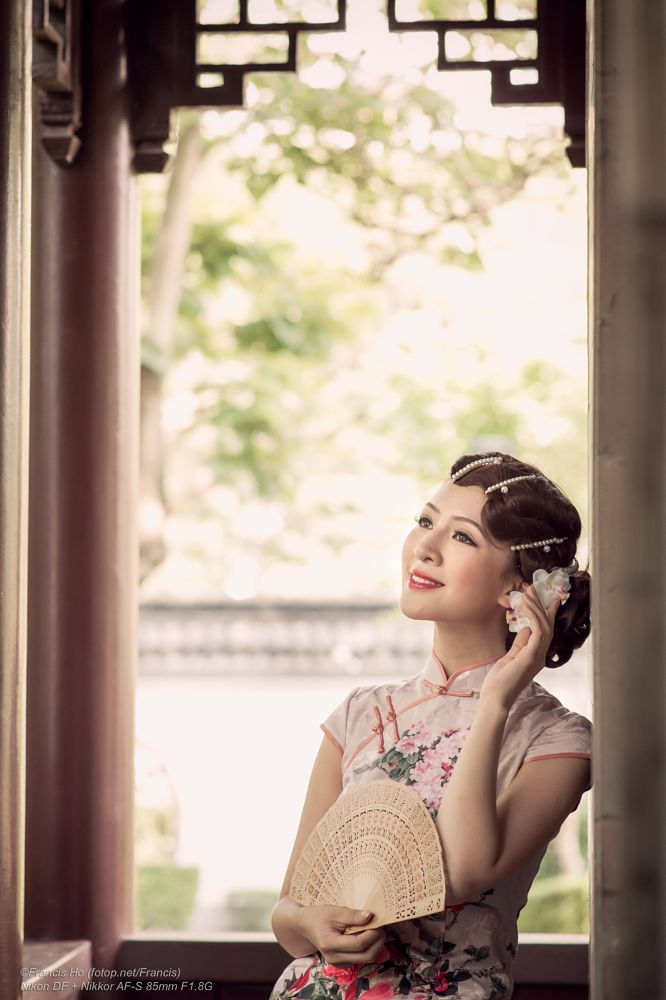 Photo in People #stargaze #df #girl #woman #female #femme #people #portrait #pretty #beauty #face #eyes #lips #hair #chinese #model #elegant #sensual #glamour #fan #cheongsam #chi-pao