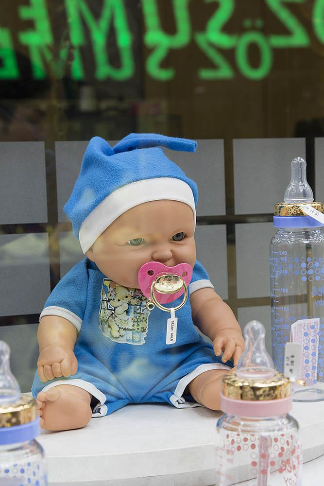 Photo in Celebrities #baby #doll #bottle #luxus #luxury #gold #shopping