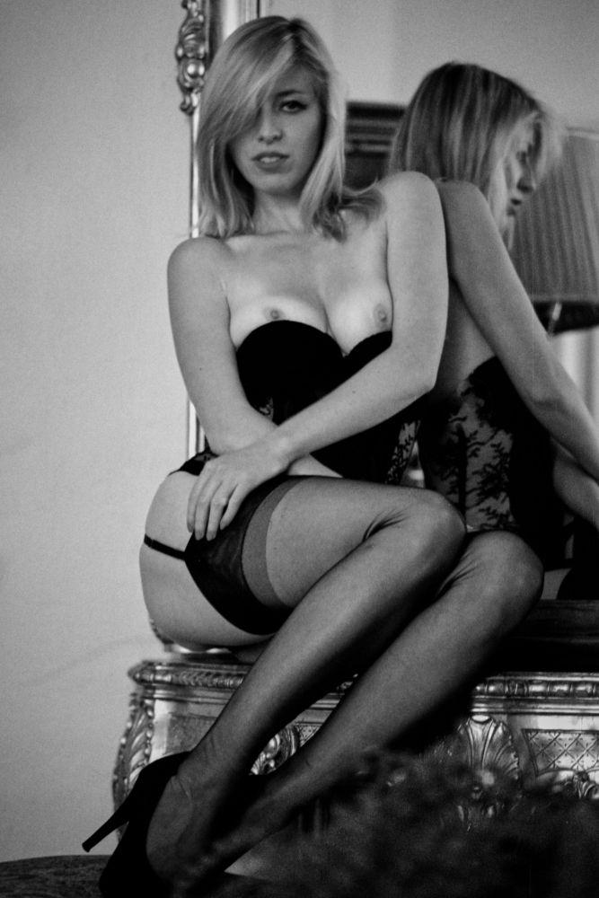 Photo in Nude #nude #woman #film #leica #analog #ilford