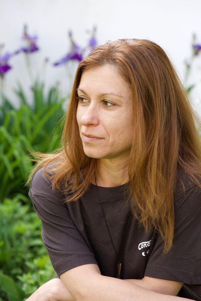 Photo in Portrait #person #human #female #woman #face #portrait #sylvia #brunette #outdoors #garden #nikon #baity