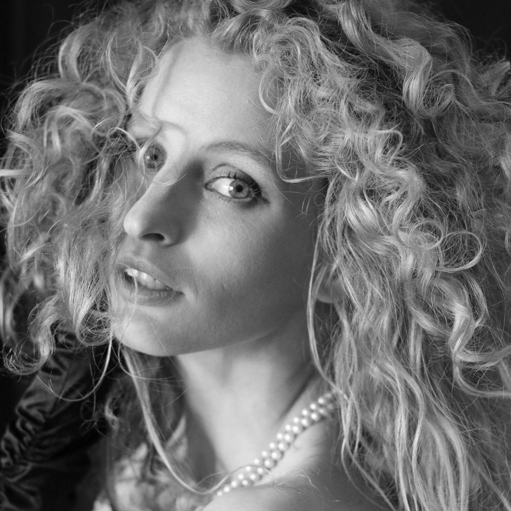 Photo in Portrait #fredau #fredau wallace #rodvin #portrait #woman #female #femme #vrouw #женщина #mujer #сексуальный #seksi #kadin #kobieta #sensualidad #sinnlich #портрет #portræt #kvinde