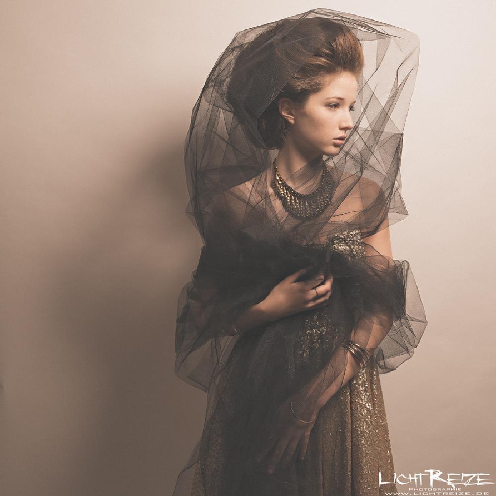 Photo in Fashion #portrait #fashion #people #glamour #girl #woman #studio #expressive #lichtreize