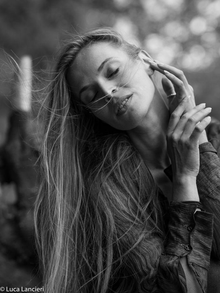 Photo in Random #the beauties in the beauty #bw #black and white #blackandwhite #photo #bw photo #portrait #bw portrait #portrait photography