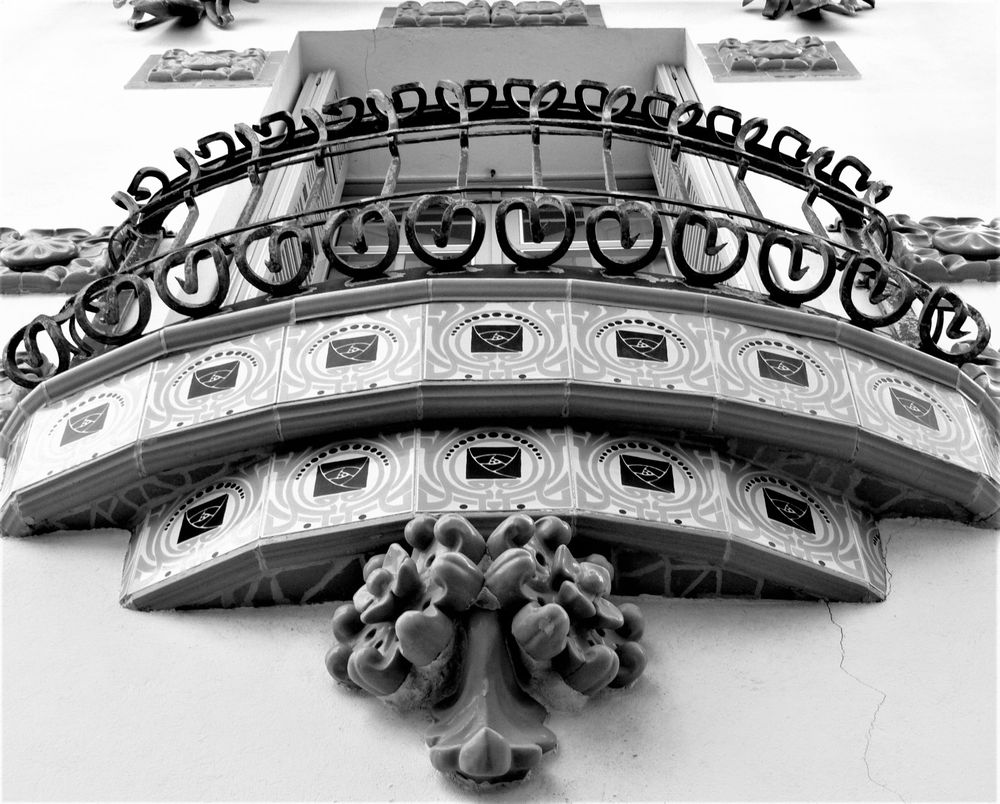 Photo in Black and White #catalunya #costa brava #l'alt empordà #cadaquès #arquitectura #modernisme #blanc i negre #balcó