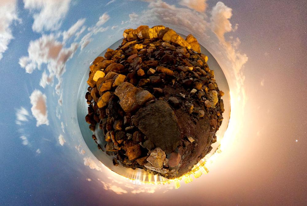 Photo in Random #mundos #worlds #odni worlds #espigon #playa #luna llena #foto larga exposicion #fotografo valencia