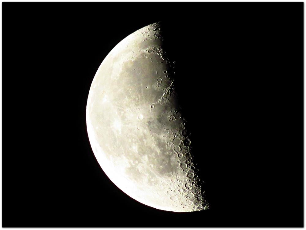 Photo in Astrophotography #luna #lua #moon #quarto