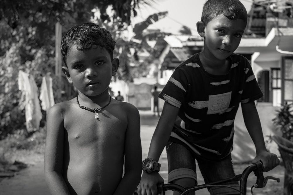 Photo in Travel #childrens #sri lanka #travel #play #photo #portrait #street photography
