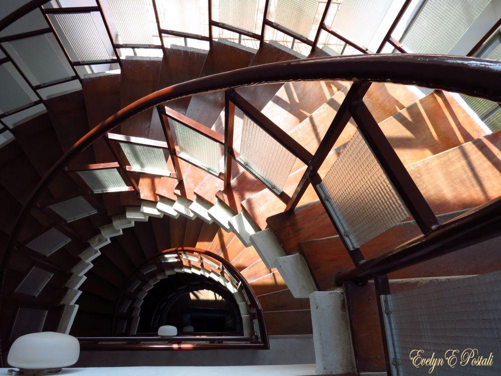Photo in Architecture #escada #semicirculo #arquitetura #interior #detalhe