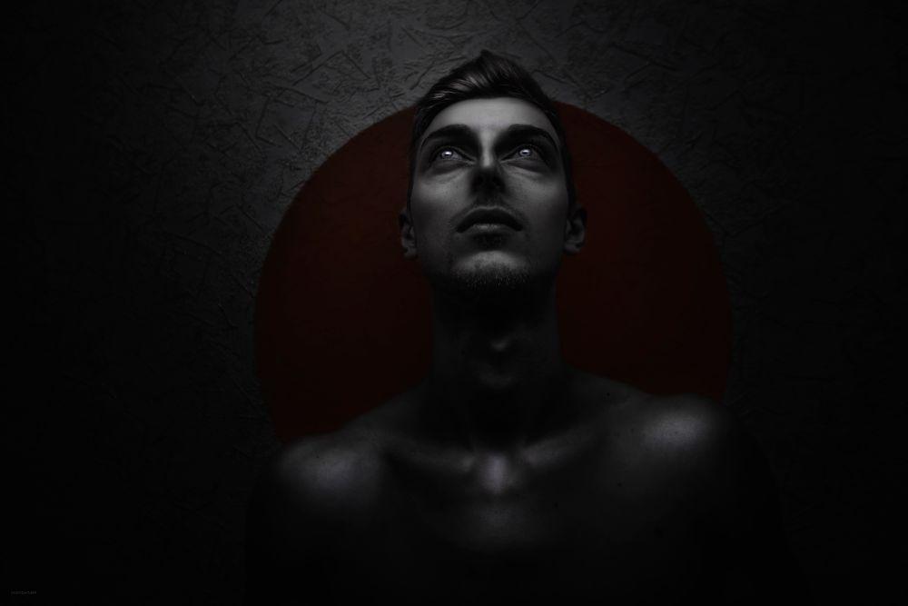 Photo in Portrait #portrait #man #men #boy #guy #eye #eyes #blueeyes #red #dark #soul #alone #sad