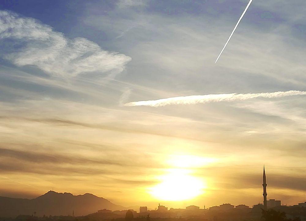 Photo in Cityscape #city #cityscape #sky #clouds #horizon #dusk #dawn #sun #huawei