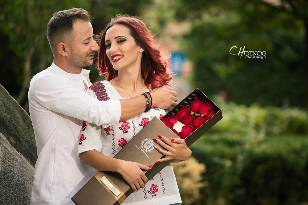 Photo in Wedding #engagement #catalinhotnog #www.catalinhotnog.ro #fotograf nunta #fotograf portret #fotograf logodna #trandafiri #cuplu #inel de logodna