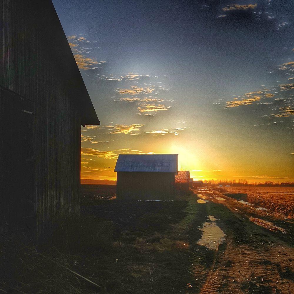 Photo in Landscape #barn #rural #countryside #sunrise